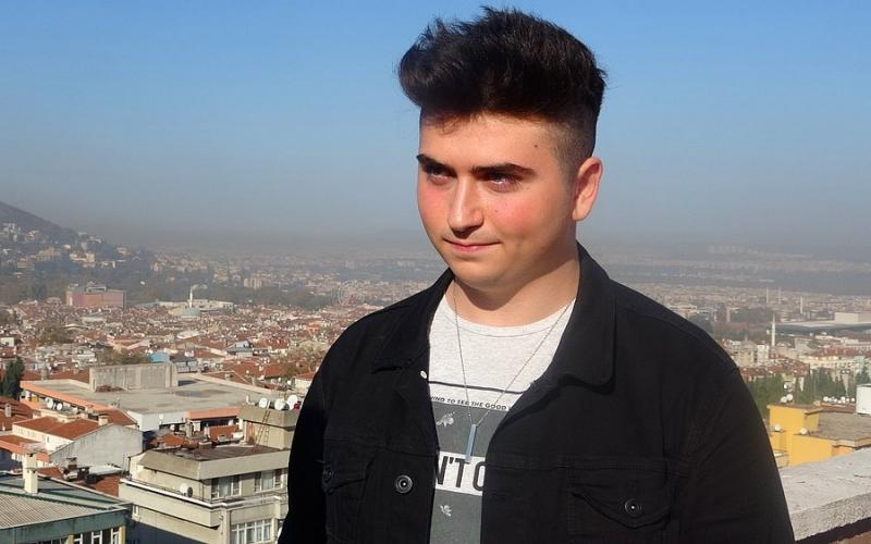 Bursa'da iPhone'un Açığını Bulan Lise Öğrencisine Apple'dan 100 TL Para Ödülü
