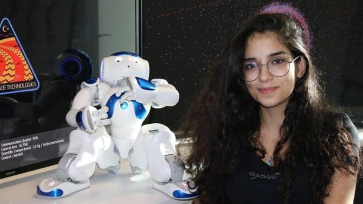 İnternetsiz Bir Köyde Doğan 17 Yaşındaki Elif, Şu An Mars Aracı Geliştiriyor