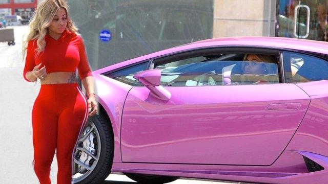 Kırmızı Taytı, Pembe Lamborghini'sini Gölgede Bıraktı