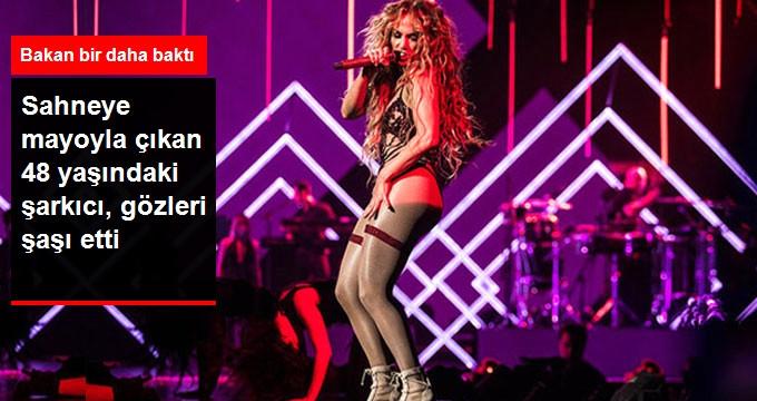 Mayo ile Sahneye Çıkan Jennifer Lopez'e Bakan Bir Daha Baktı
