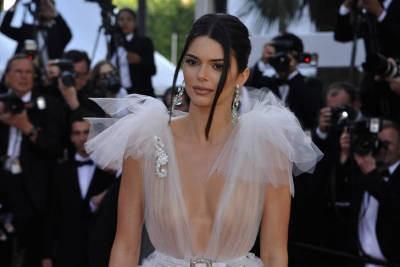 Büyük cesaret! Kendall Jenner'dan transparan şov!