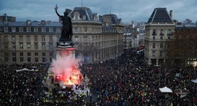 Macron'un Sarı Yelekler kararlarına, Fransa hükümetinden onay