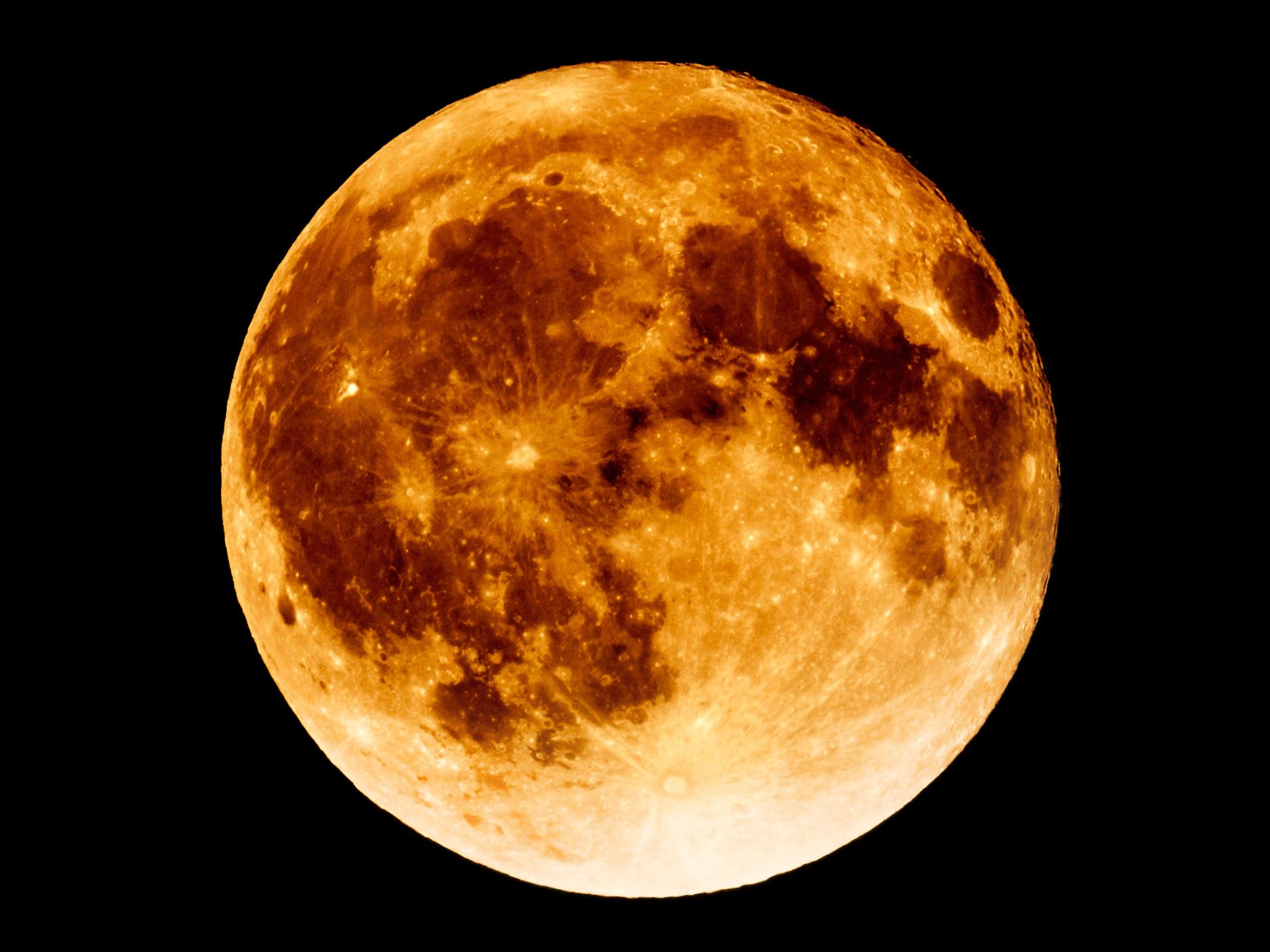 Ay Yakınından Geçen Cisimler Tartışma Yarattı
