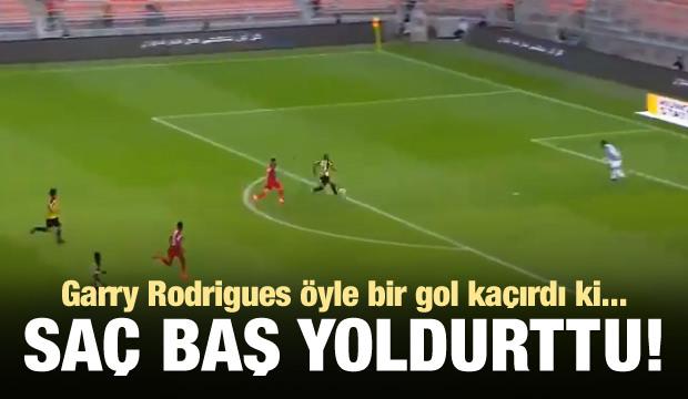 G.Saraylı eski yıldız inanılmaz bir gol kaçırdı!
